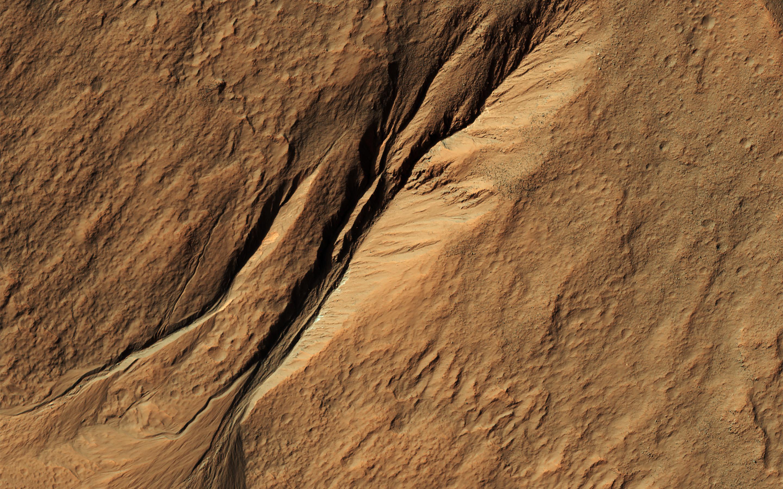 Высококачественное изображение марсианских оврагов